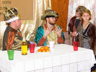 Haman tries to convince Akhashverosh (Xerxes) to honor him.